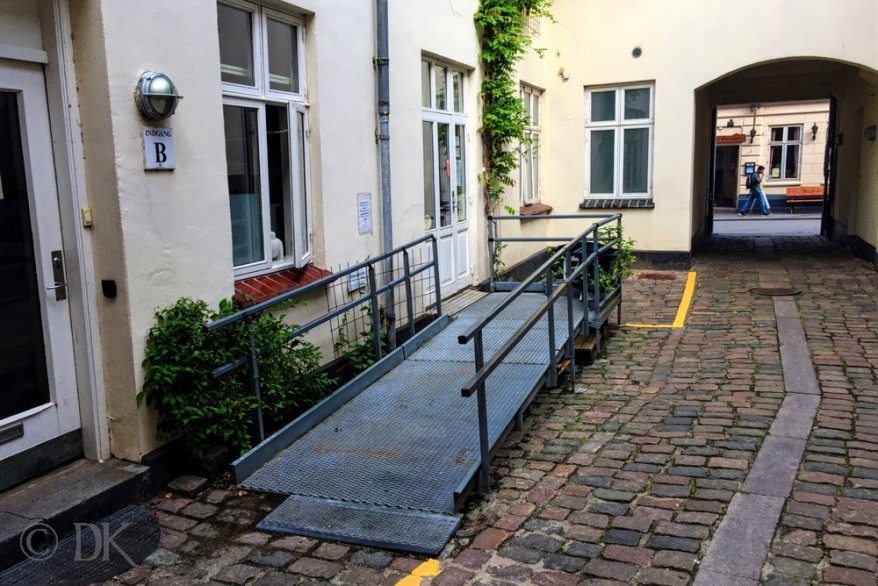 Wheelchair access to Hos Sofie's Forældre © AarhusPilot   Kirsten K. Kester